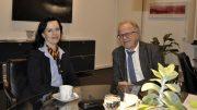 Filialgebietsleiterin Andrea Herzog und Bürgermeister Dirk Glaser (Foto: Stadt Hattingen)