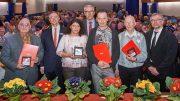 Ausgezeichnete und Auszeichner bei der Ehrenamtsfeier (Foto: Holger Grosz)