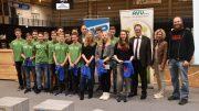 Ausgezeichnete Leistungen: Landrat Olaf Schade gratulierte den Judoka Mädchen des Wittener Ruhr-Gymnasiums und den Fußballern des Städtischen Gymnasiums Gevelsberg (Foto: UvK/Ennepe-Ruhr-Kreis)