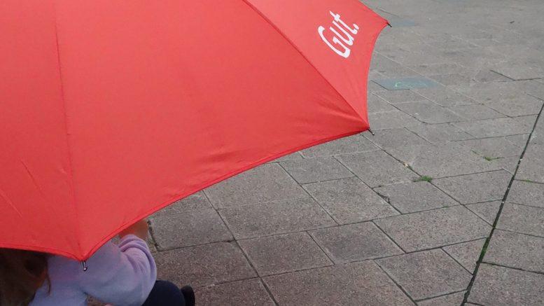 Regenschirmverleih in Hattingen (Foto: RuhrkanalNEWS)