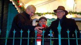 Alfred Schulte Stade, Georg Hartmann und Dirk Glaser schalten traditionell die Weihnachtsbeleuchtung ein (Foto: ruhrkanalNEWS)