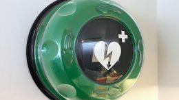 Der neue Defibrillator im Kindenzentrum (Foto: ruhrkanalNEWS)