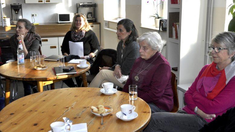 Mitarbeiterinnen und Mitarbeiter der Verwaltung und der Hattinger Flüchtlingshilfe trafen im Holschentor an einer ehrenamtlichen Tätigkeit Interessierte.   (Foto: Stadt Hattingen)