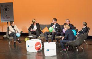 Die Talkrunde (v. l.): Christina Philipps, Kerstin Groß, Prof. Dr. Tom A. Rüsen, Wilfried Neuhaus-Galladé, Anja Graf, Stefan Postert (Foto: PicturePeople)