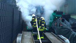 Brennender Müllcontainer im Hinterhof, (Foto: FW Jens Herkströter)