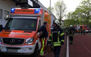 Rettungseinsatz auf dem Fussballfeld (Foto: RuhrkanalNEWS)